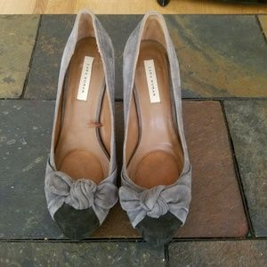 Zara woman gray suede heels with bows
